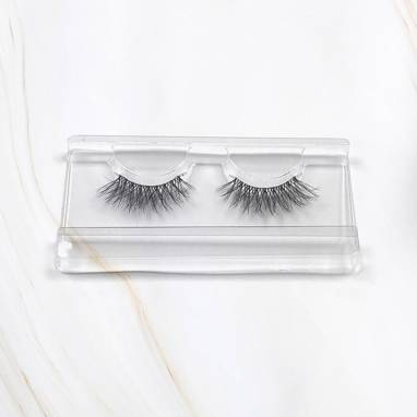 Maximal x Magda Pieczonka – silk faux lashes on a band