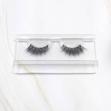 Miracle x Magda Pieczonka – silk faux lashes on a band